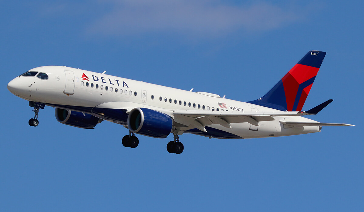 Совершена экстренная посадка: в США пассажир самолета штурмовал кабину пилота