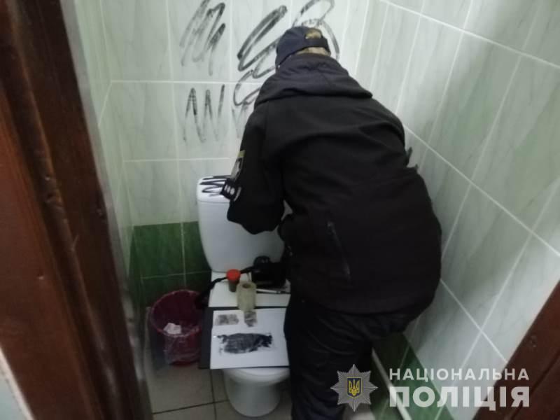 На одном из избирательных участков в Украине нашли гранату (ФОТО) - фото 2