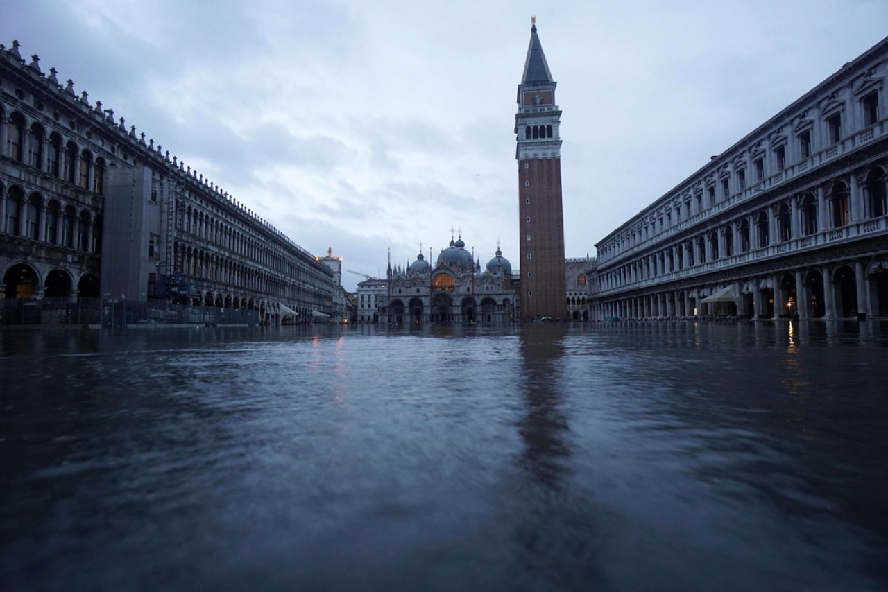 Венеция оказалась под водой из-за рекордного паводка (ФОТО, ВИДЕО)  - фото 3