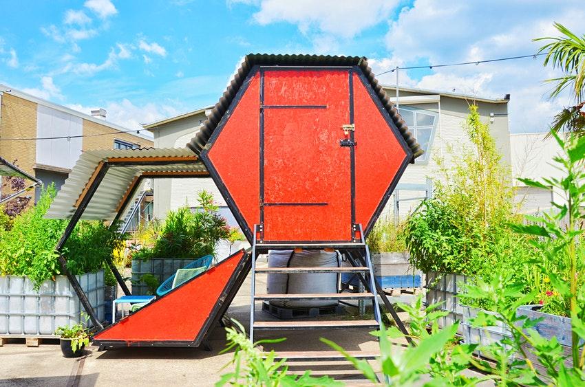 Ніч в теплиці або сміттєвому баку: в Нідерландах відкрили незвичайний кемпінг - фото 3