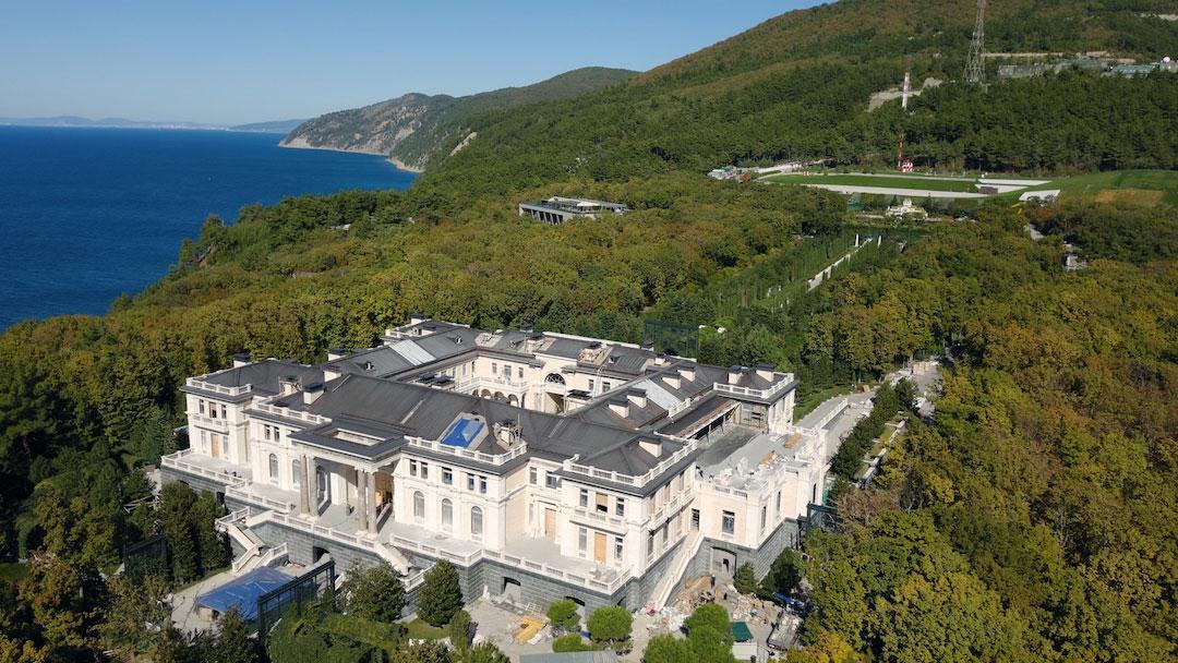 В России выпустили фильм о роскошном дворце Путина - его размеры впечатляют (фото, видео) - фото 6