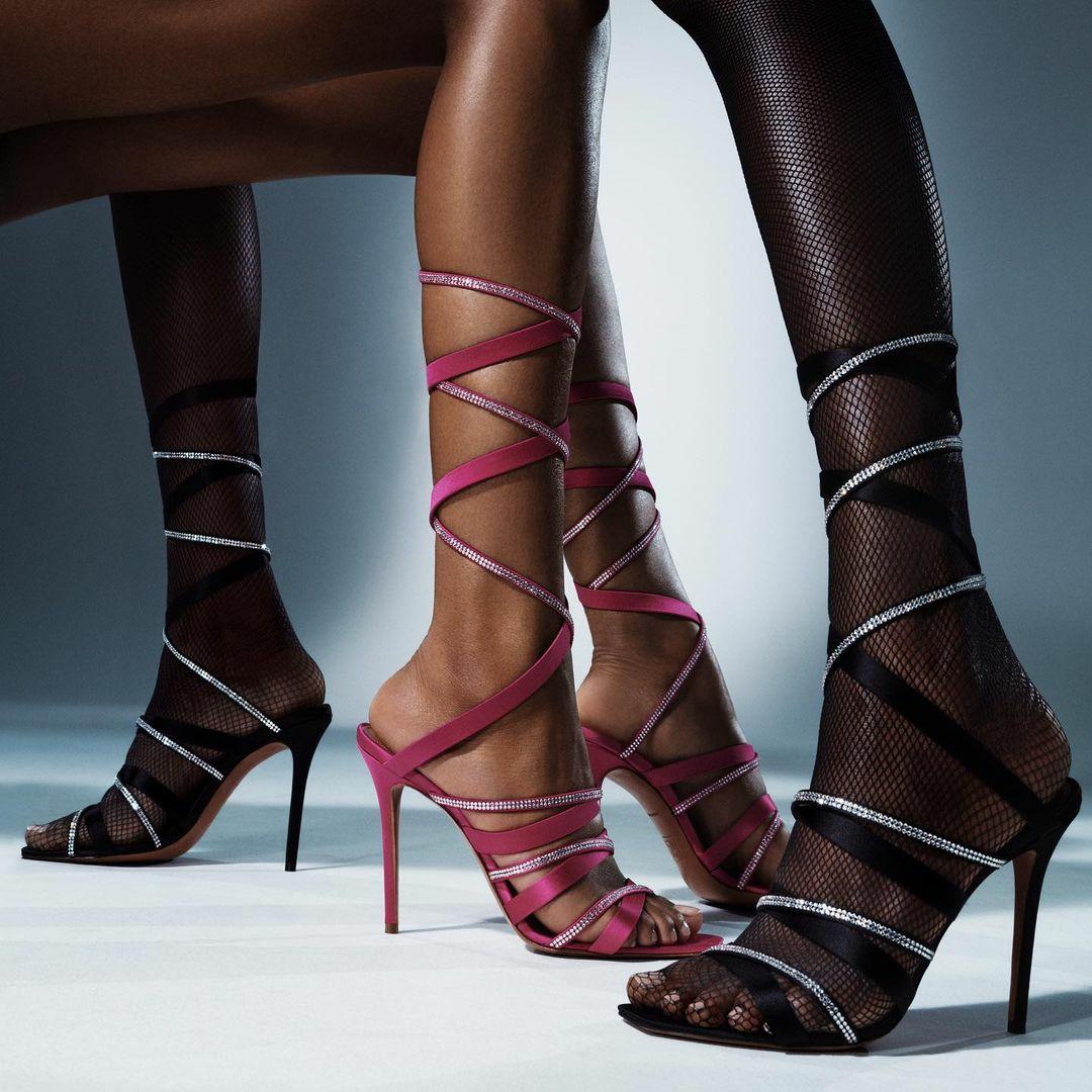 Співачка Ріанна перекваліфікувалася в дизайнери взуття (фото) - фото 3