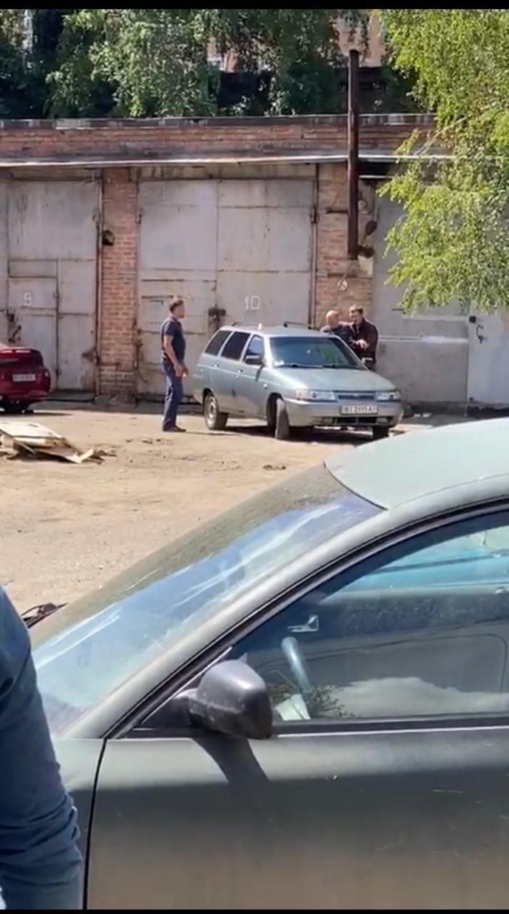 В Полтаве мужчина с гранатой захватил заложника (фото, видео) - фото 3