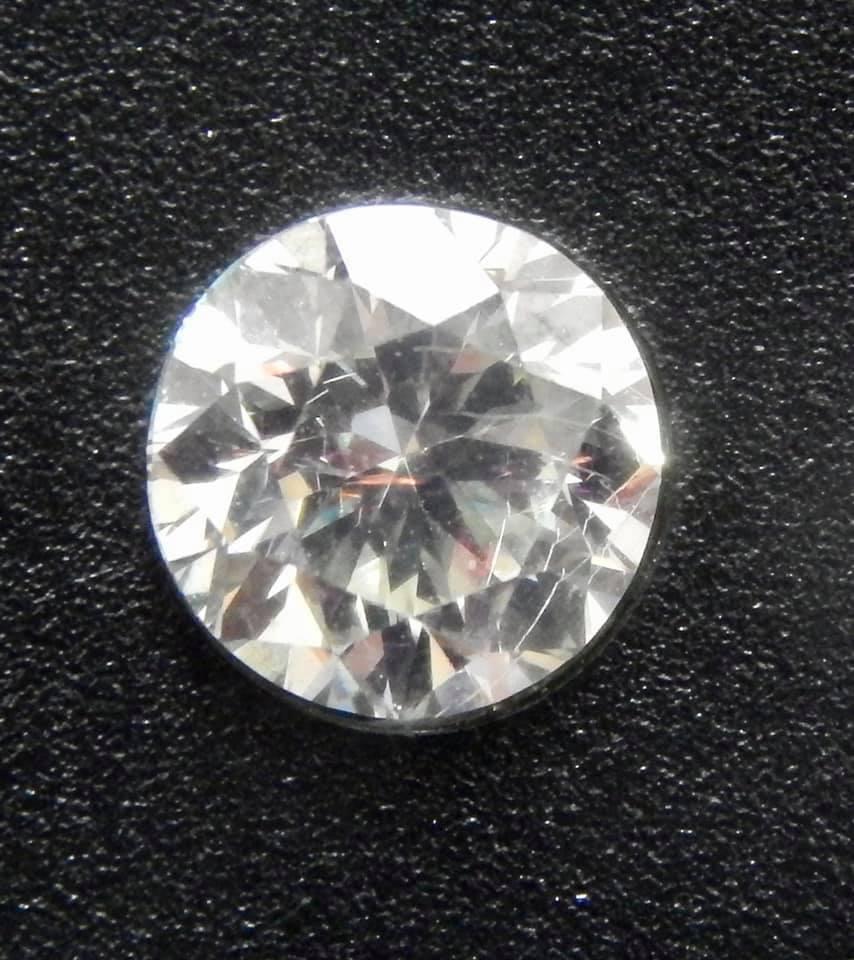 На київській митниці перехопили посилку з контрабандними діамантами на 295 тисяч грн - фото 4
