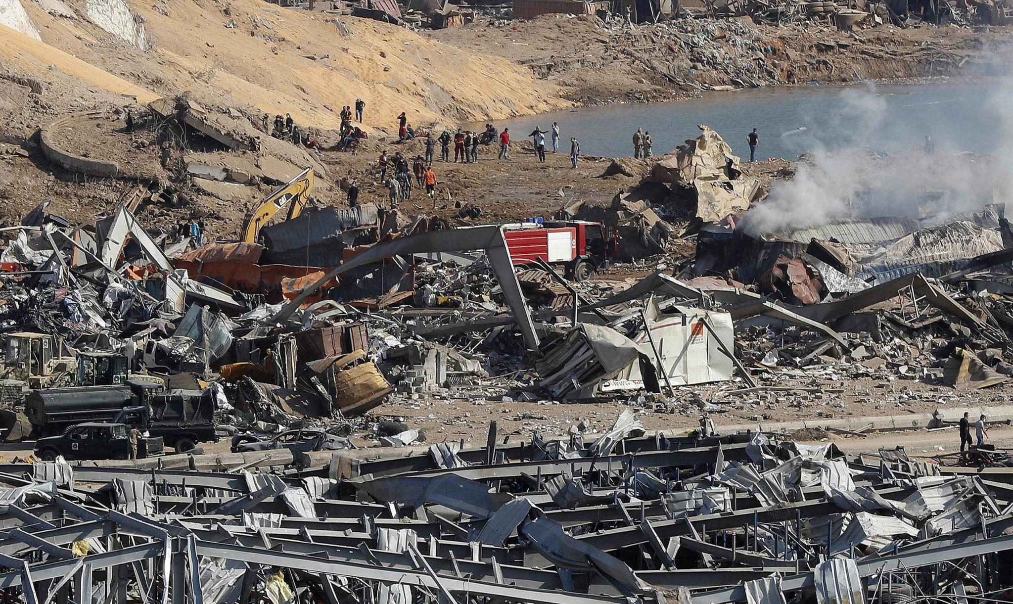Будто кадры из фильма про Армагеддон: как выглядит Бейрут после взрывов (ФОТО, ВИДЕО) - фото 13