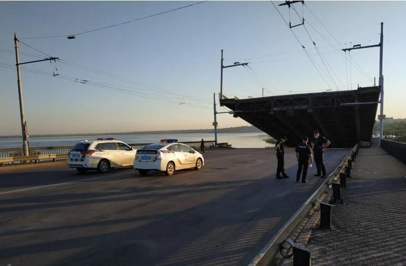Примхливий міст у Миколаєві: відома причина самовільного розведення (ФОТО, ВІДЕО) - фото 5