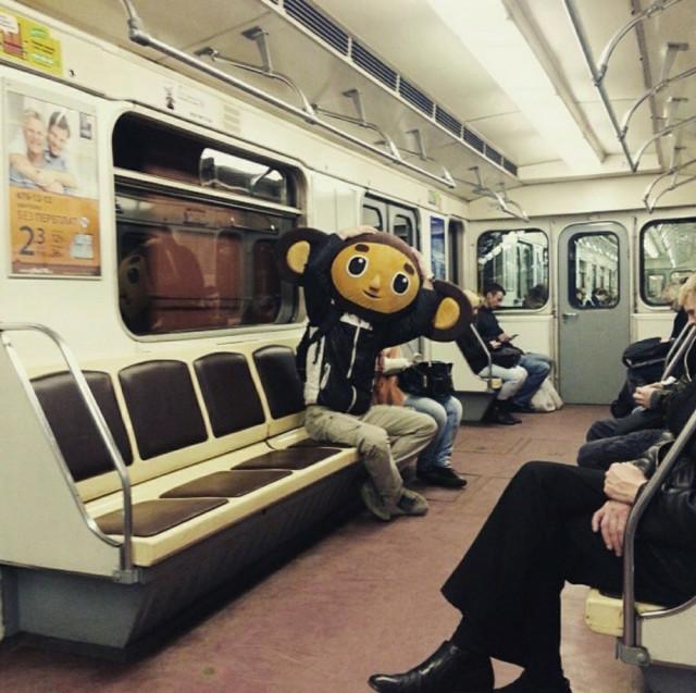 Добірка смішних та дуже дивних пасажирів в метро (Фото) - фото 2