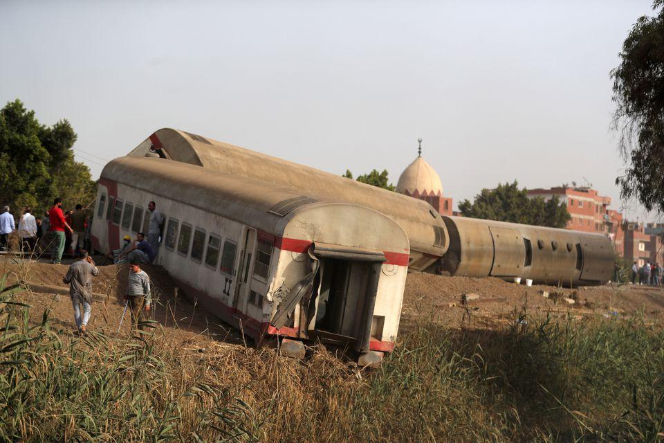 Вагони лягли на бік: смертельна аварія з поїздом в Єгипті (ФОТО) - фото 5