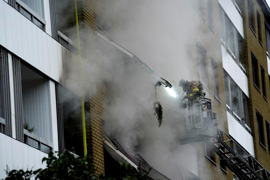 В Швеции прогремел взрыв в многоквартирном доме: люди прыгали из окон (ФОТО)  - фото 3