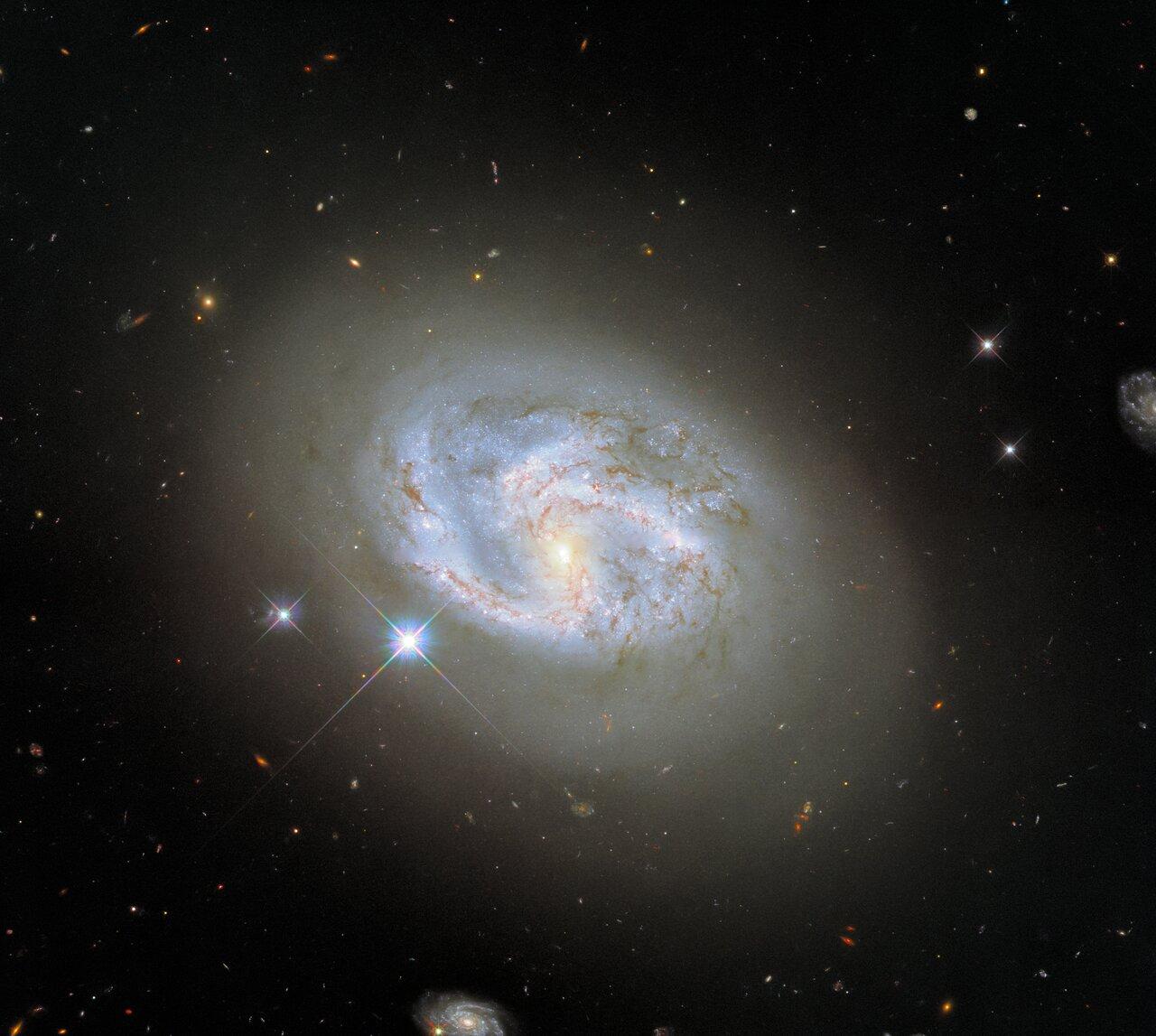 Как выглядит галактика, которая находится на расстоянии 140 световых лет от Земли - фото 2