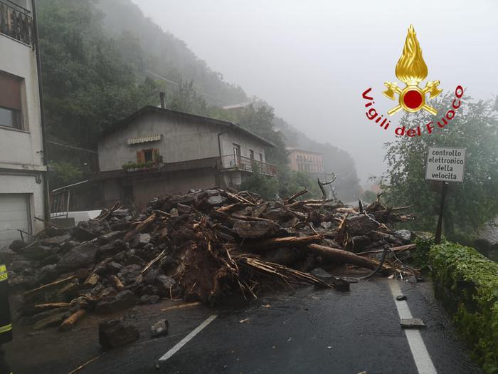 Италию накрыл сильный ливень: стихия разрушает города (ФОТО) - фото 3