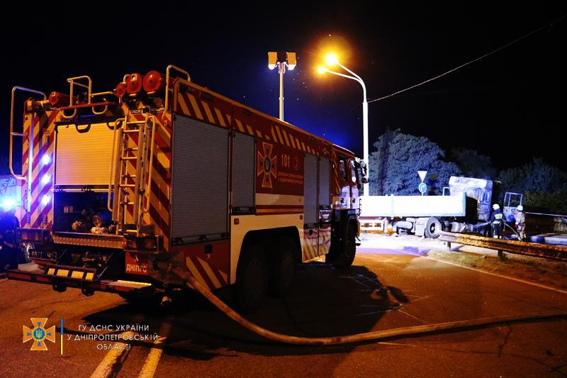 В Днепре произошло ДТП с четырьмя грузовиками: есть ли жертвы (ФОТО, ВИДЕО) - фото 5