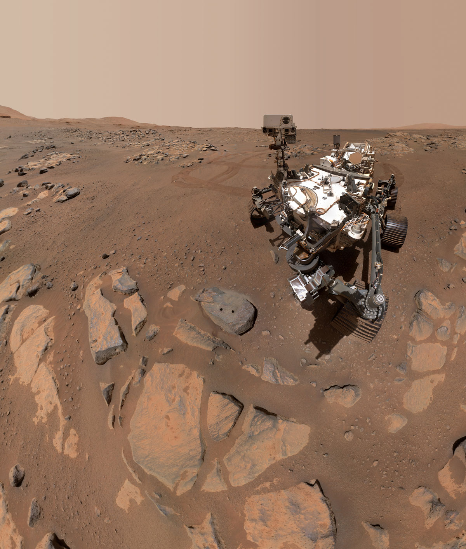 Марсианское селфи: ровер NASA прислал новое фото с красной планеты  - фото 3