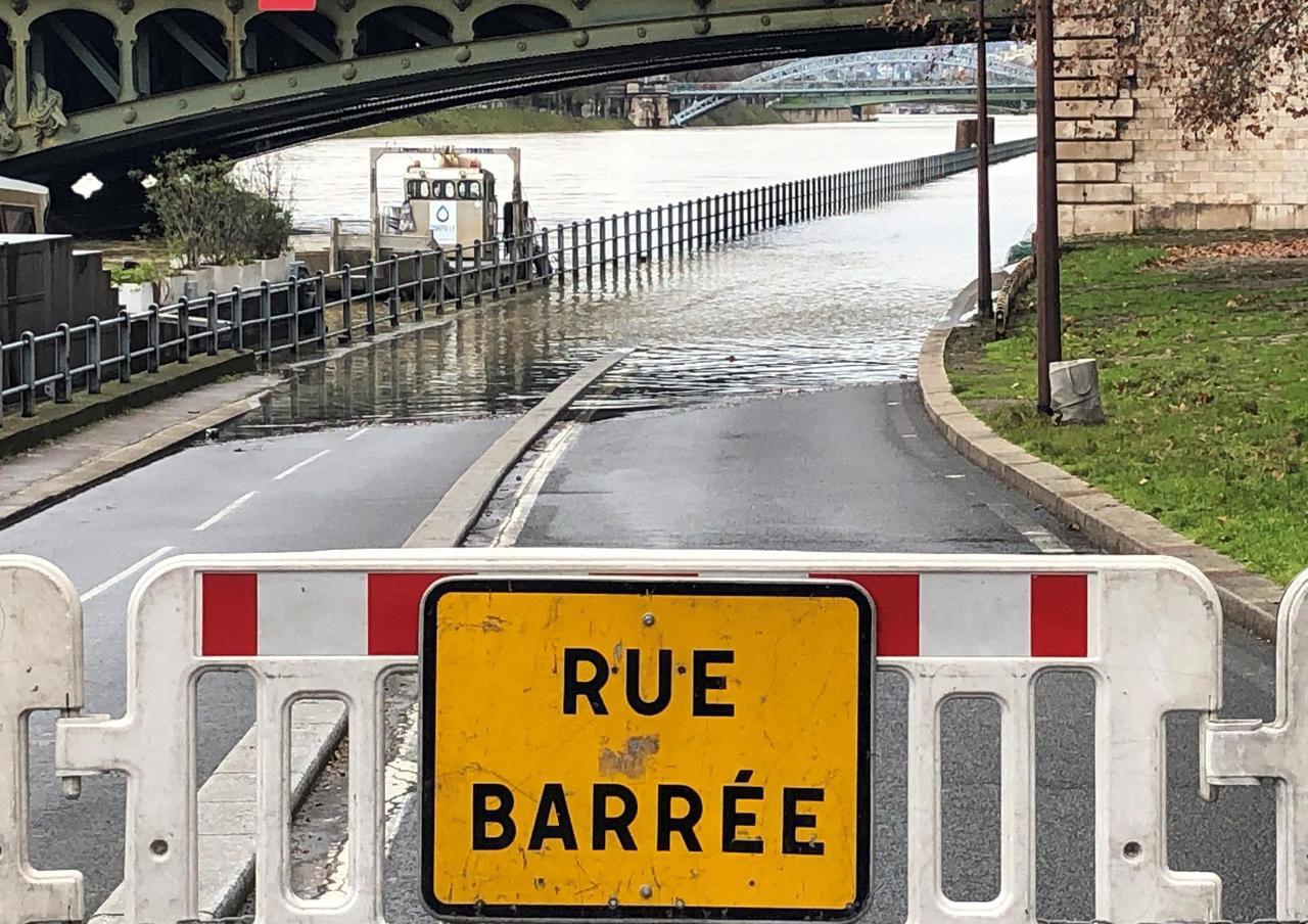 В Париже наводнение: как выглядит французская Венеция (ФОТО, ВИДЕО) - фото 3