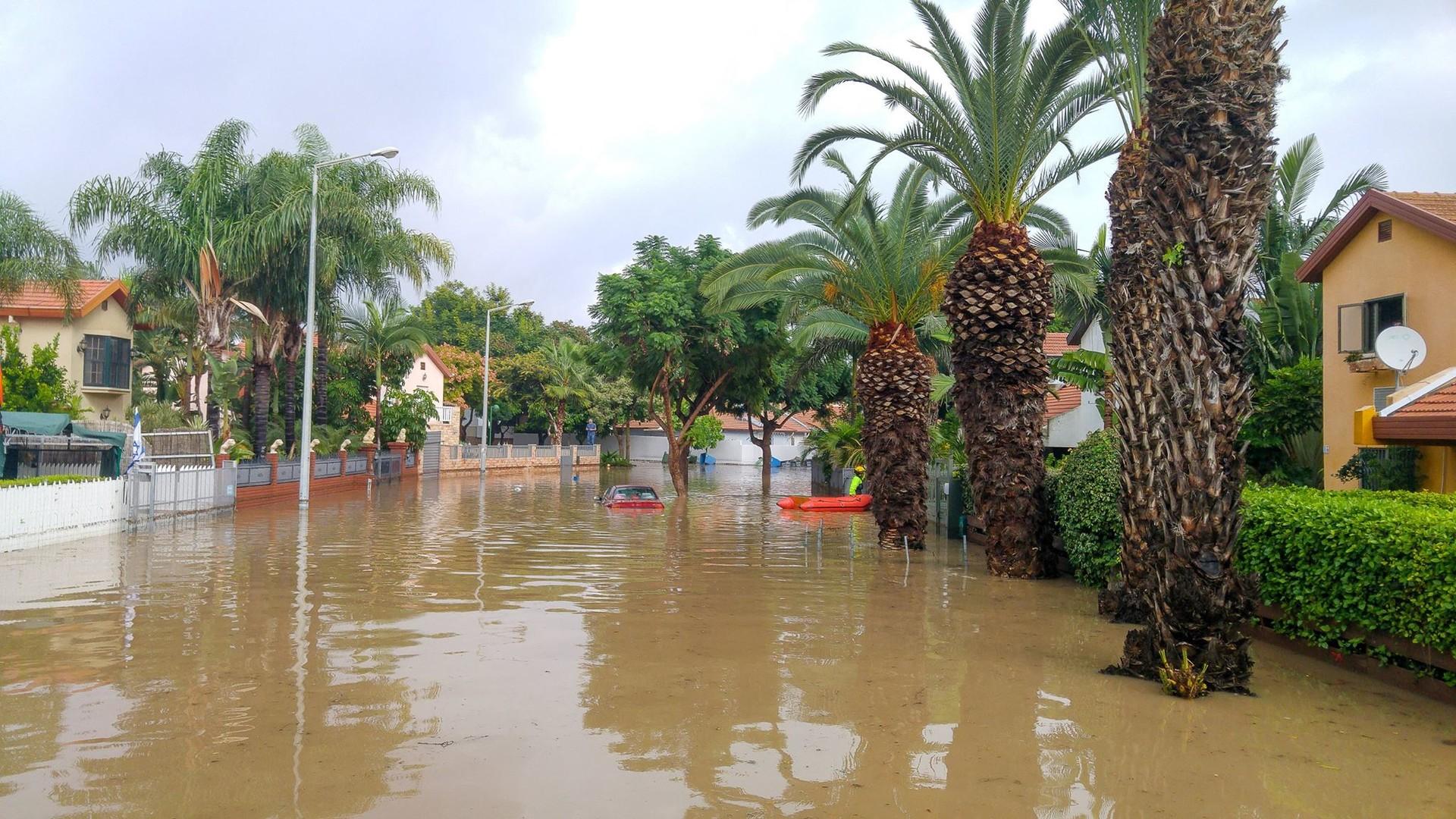 Сильные наводнения обрушились на Израиль после одного из самых дождливых дней в истории страны  - фото 7