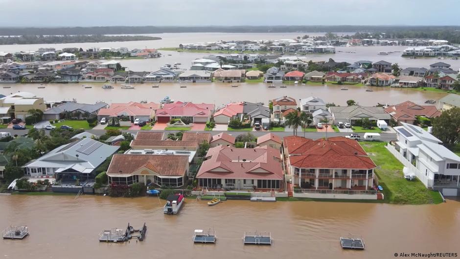 Австралия страдает от страшного наводнения: подробности (ФОТО, ВИДЕО) - фото 7
