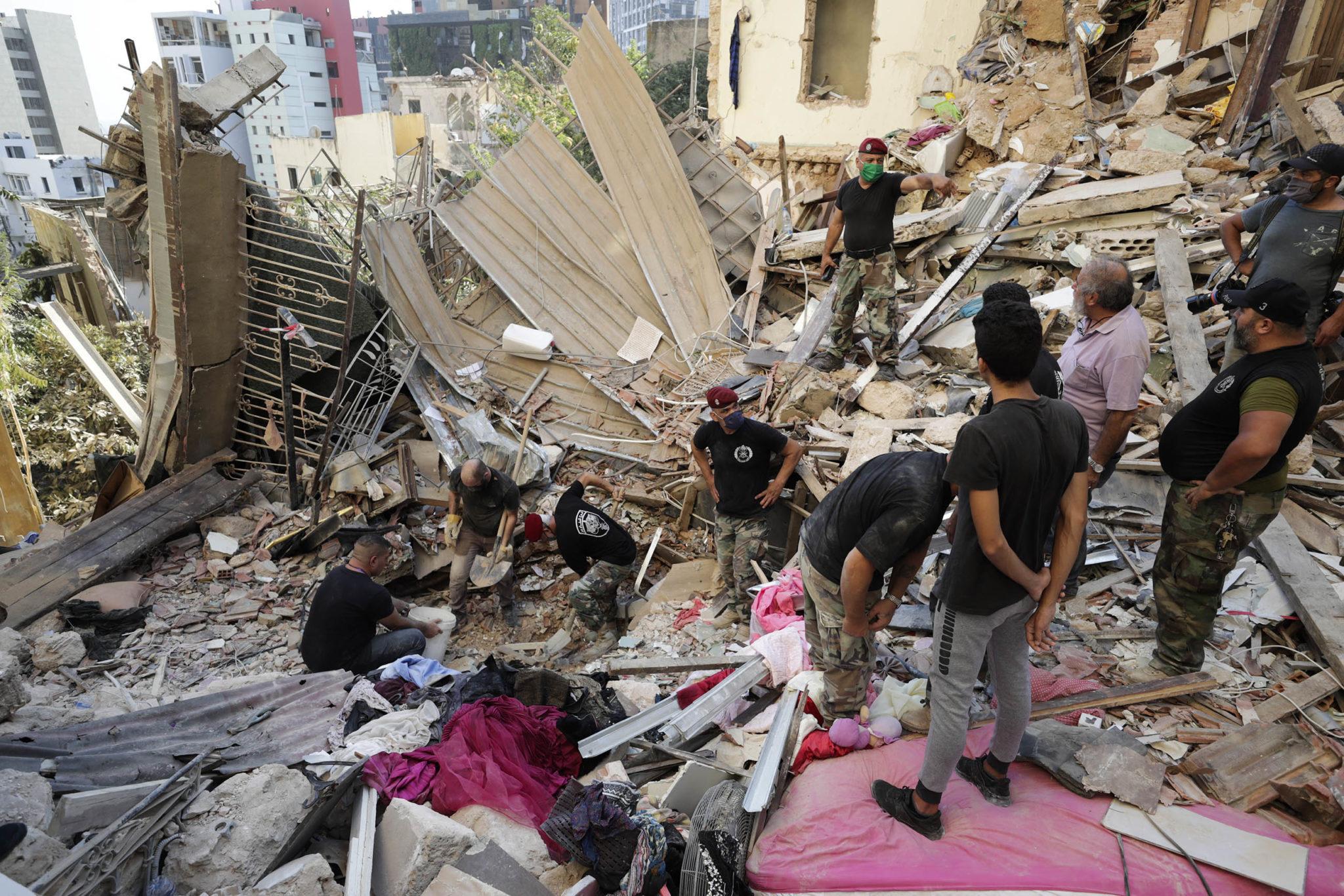 Будто кадры из фильма про Армагеддон: как выглядит Бейрут после взрывов (ФОТО, ВИДЕО) - фото 14