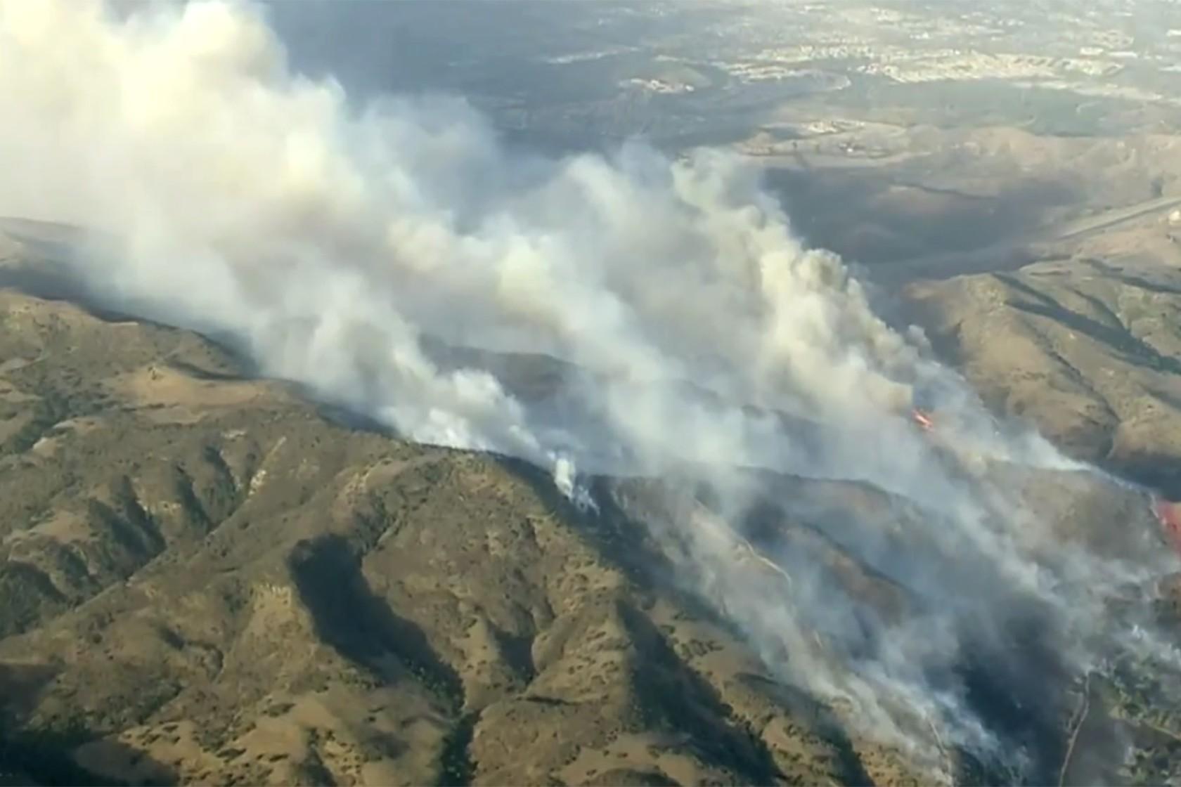 Десятки тисяч сімей змушені покинути домівки через лісові пожежі у США: опубліковані жахливі фото - фото 6
