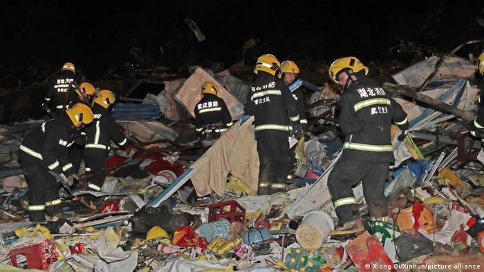 218 человек травмированы и 6 погибли: что произошло в Ухане (ФОТО, ВИДЕО) - фото 4