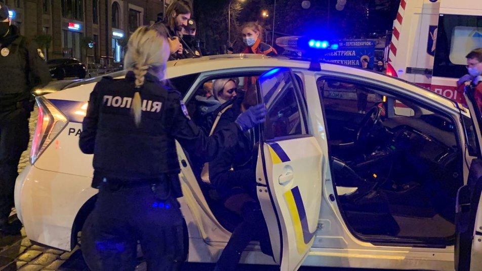 """В центре Киева Ауди """"не разминулся"""" с домом, есть травмированные - водитель нагло покинул место происшествия - фото 2"""