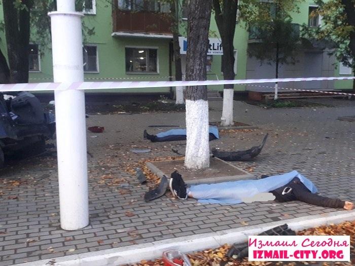 Удар був такої сили, що дерево виявилося вирваним з коренем - в Одеській області страшне ДТП, яке забрало життя - фото 7
