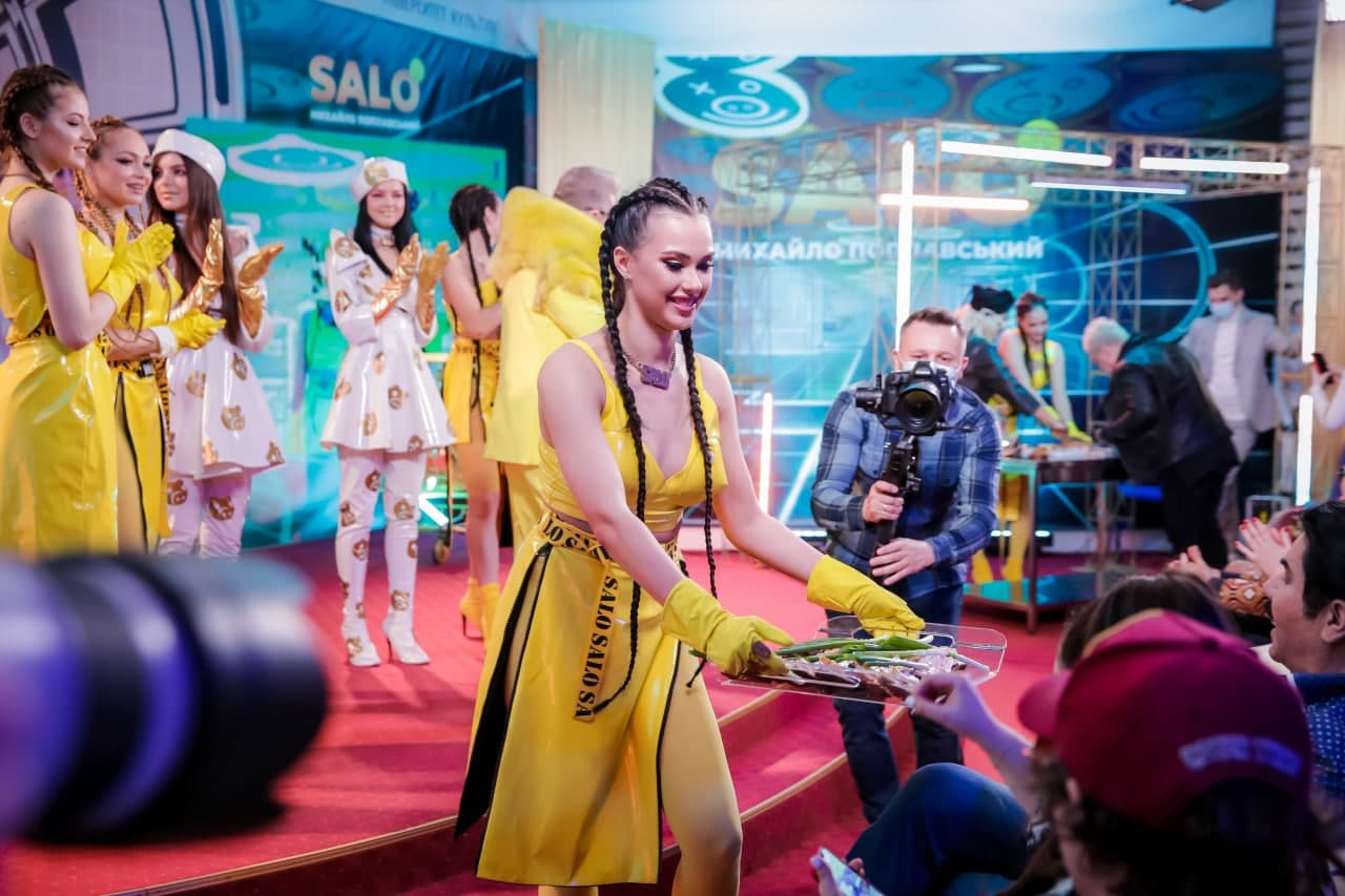 Михаил Поплавский решил превратить сало в золото в новом клипе - фото 4