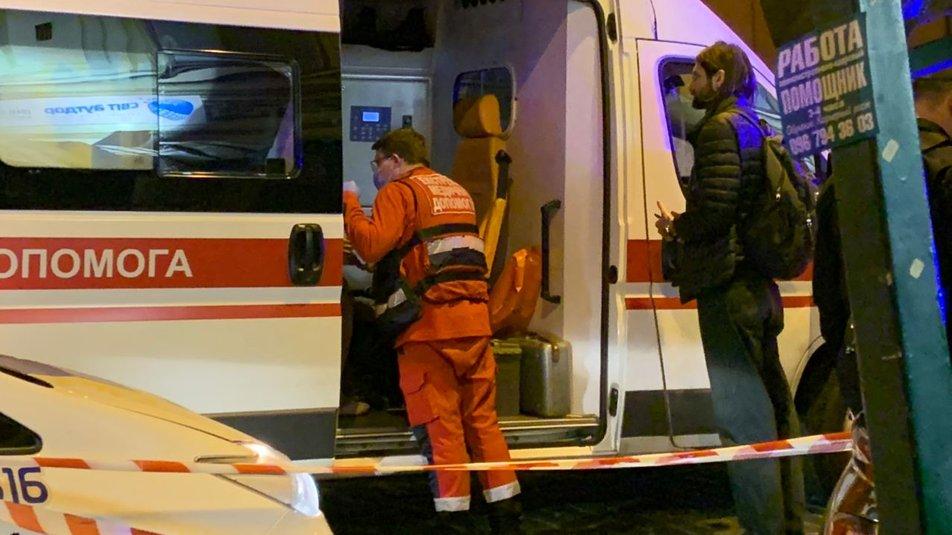 """В центре Киева Ауди """"не разминулся"""" с домом, есть травмированные - водитель нагло покинул место происшествия - фото 6"""