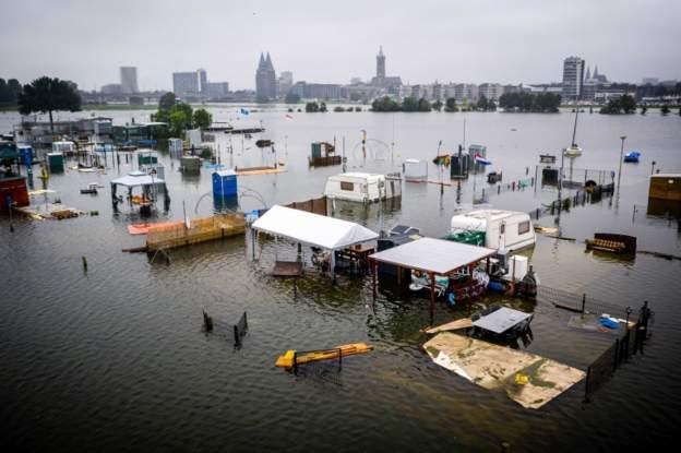 Рекордные наводнения в Западной Европе привели к десяткам погибших (фото) - фото 4