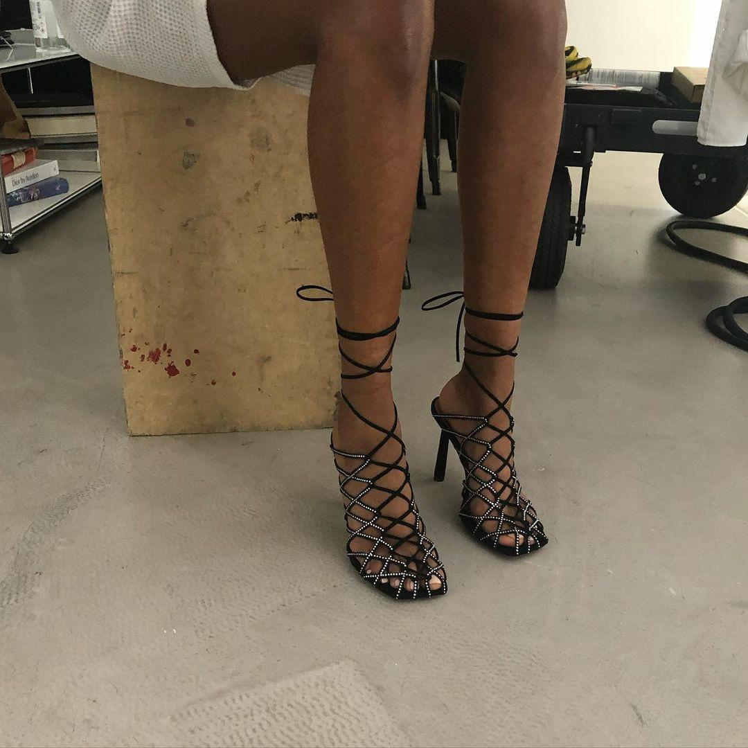 Співачка Ріанна перекваліфікувалася в дизайнери взуття (фото) - фото 4
