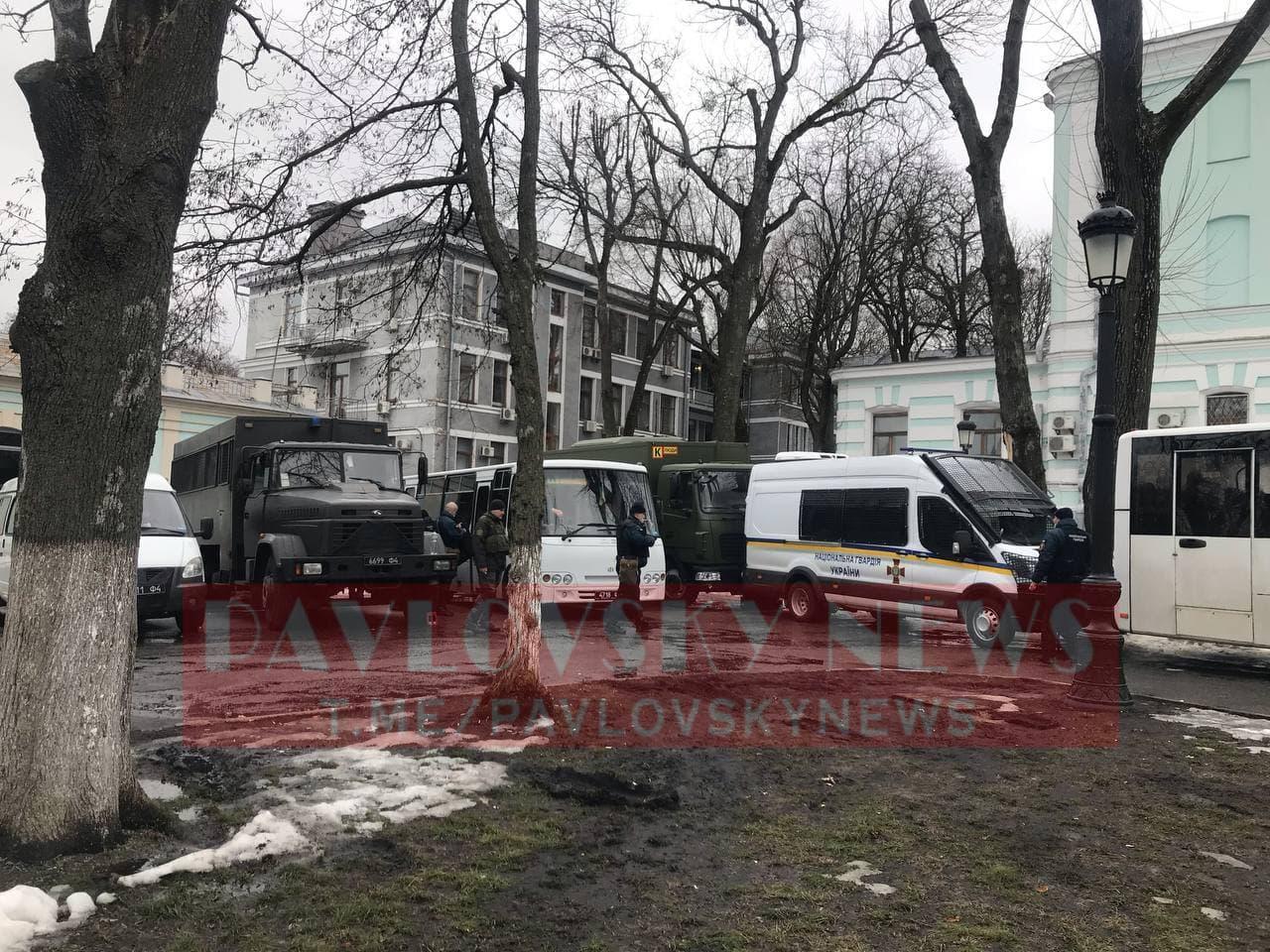 У Києві активісти на підтримку Стерненка крокують до Генпрокуратури: уся колона в диму (фото) - фото 13