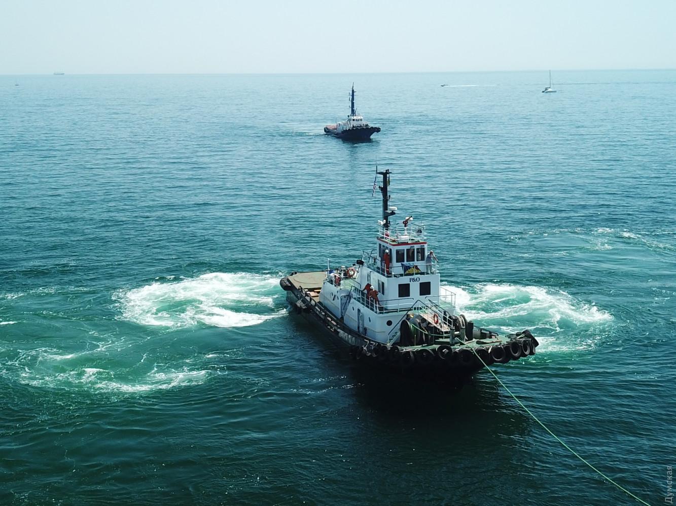 В Одессе занялись заброшенным Delfi: появились фото, как поднимают танкер - фото 2