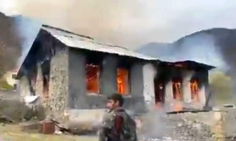 Покидающие Карабах армяне сжигают свои дома (видео, фото) - фото 2