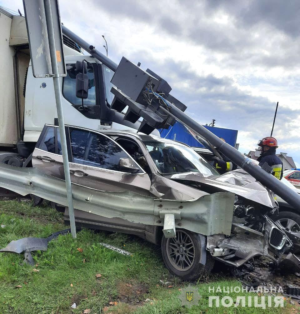 Дорогу «Киев-Чоп» временно перекрыто: что случилось - фото 2