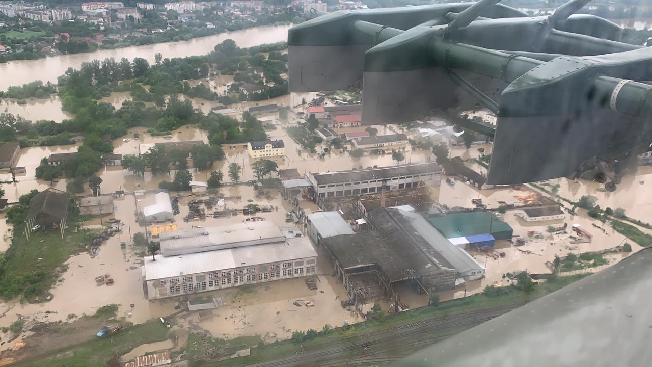 Паводок на Прикарпатье: масштабы разрушений показали с высоты птичьего полета - фото 2
