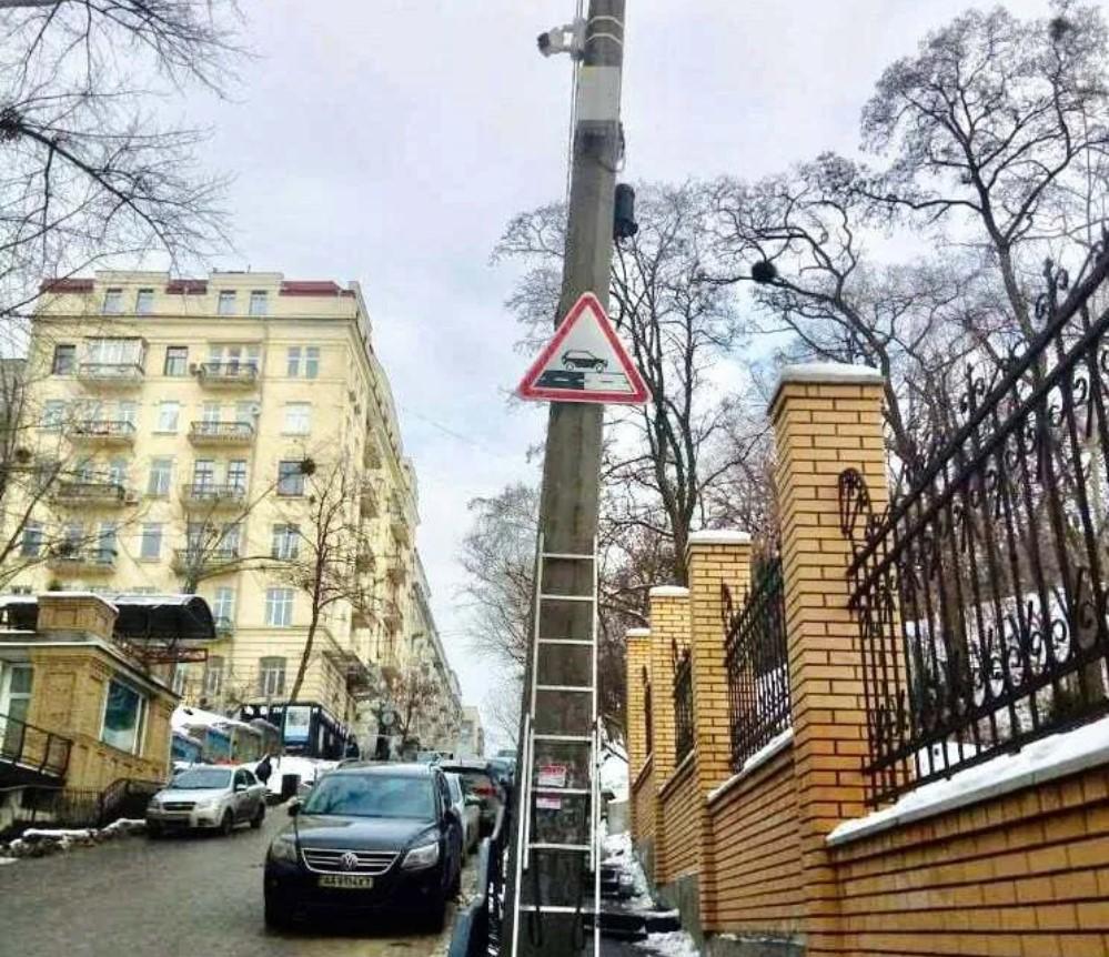 В Киеве появился новый дорожный знак (ФОТО)  - фото 2