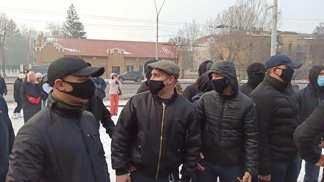 В Киеве сорвали акцию в поддержку Навального (фото, видео) - фото 4