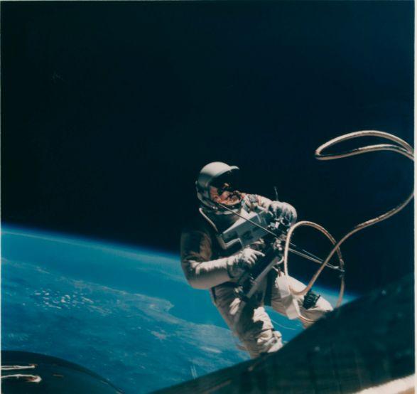 В Нью-Йорке на аукционе выставили самую большую коллекцию редких фото NASA (Фото) - фото 7