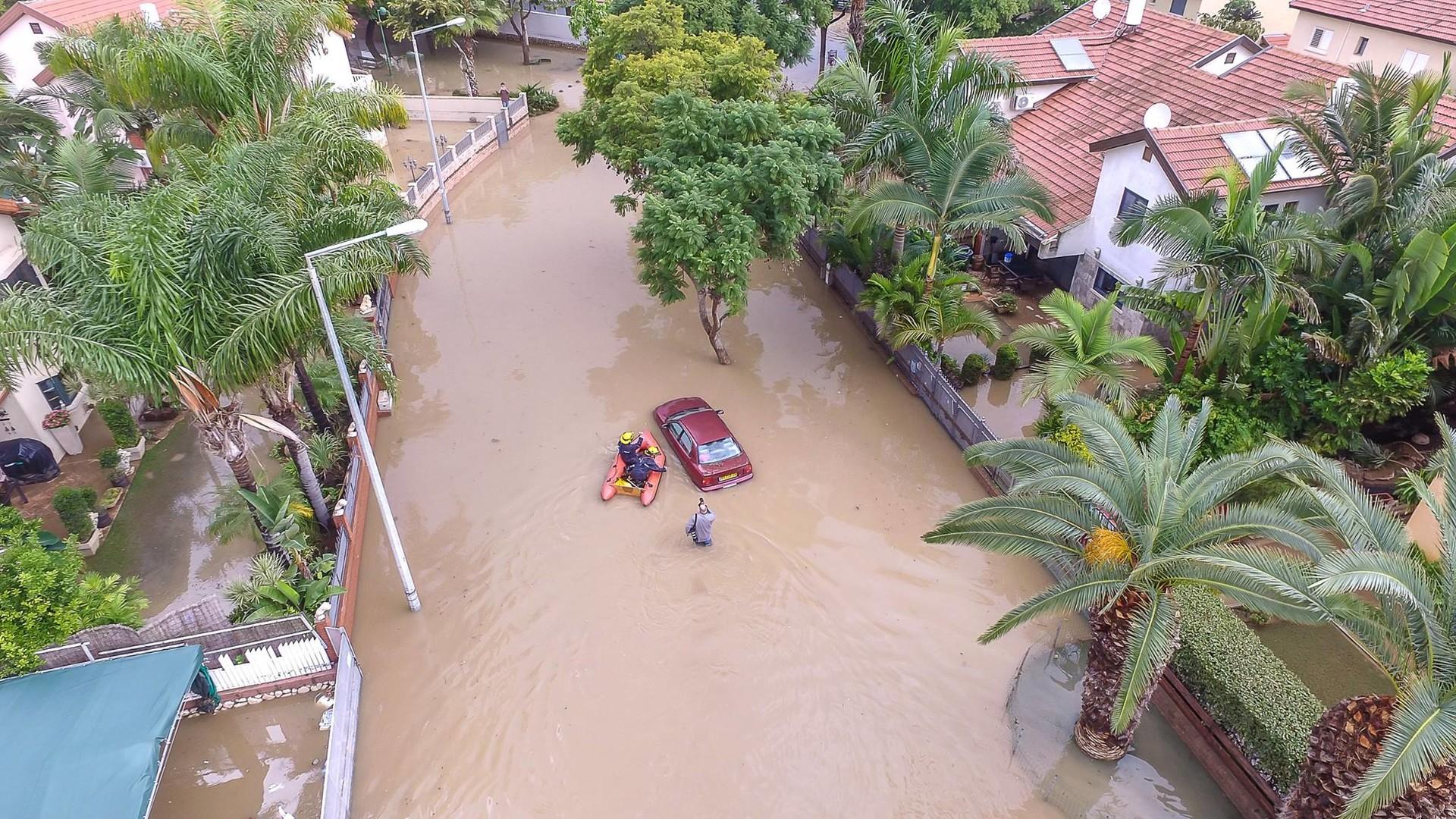 Сильные наводнения обрушились на Израиль после одного из самых дождливых дней в истории страны  - фото 5