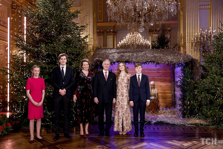 Бельгийская королевская семья представила миру свою рождественскую открытку  - фото 3