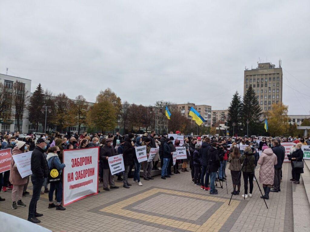 Протесты и перекрытые дороги: как в Украине встретили карантин выходного дня (ВИДЕО, ФОТО) - фото 2