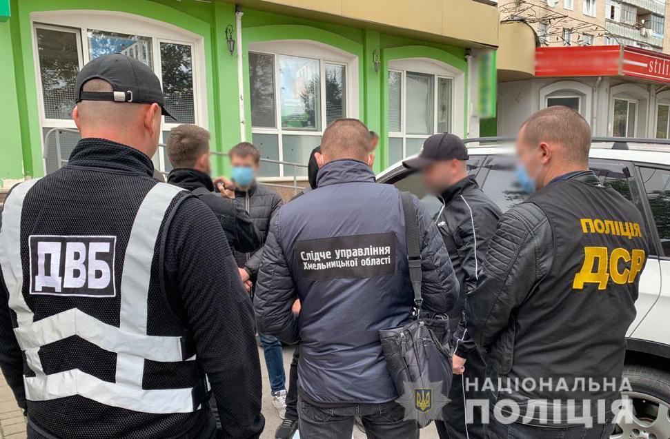 """В Хмельницкой области неизвестные повредили авто родственника полицейского за """"долги"""" - фото 3"""
