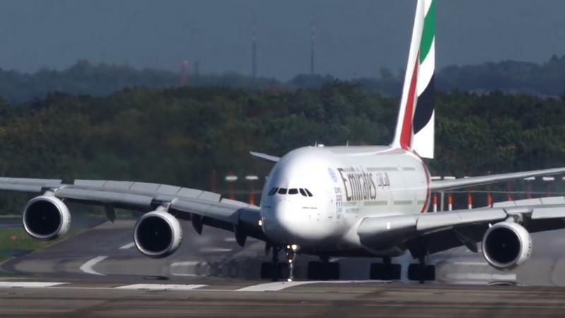 Такое бывает не только в кино: три самых невероятных посадки самолетов - фото 4