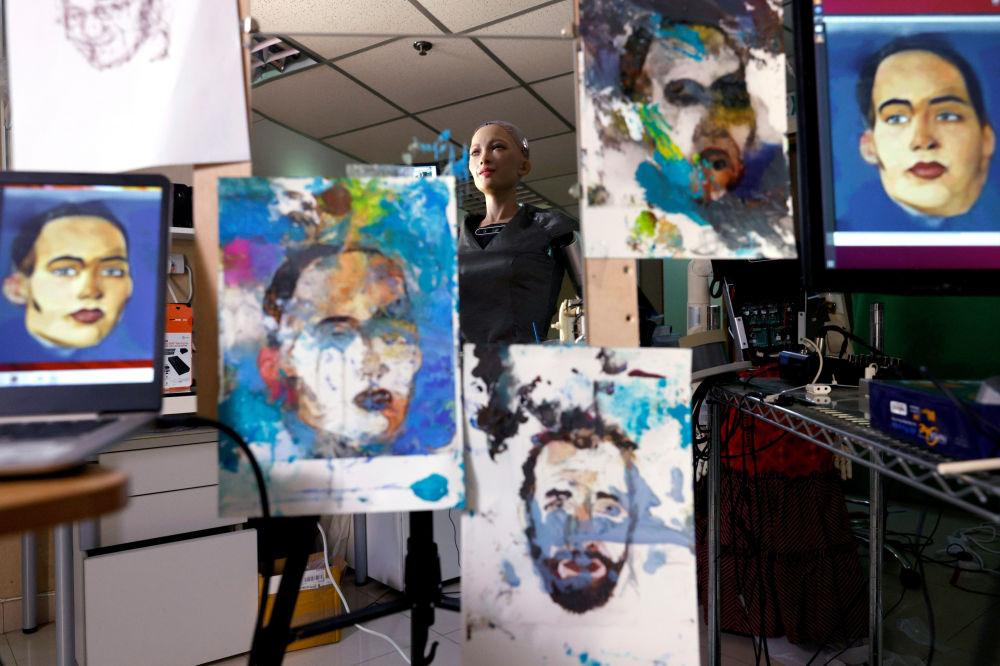 У світі вперше продадуть картину, намальовану роботом Софією (Відео, Фото) - фото 3