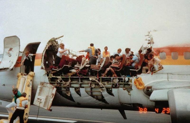 Такое бывает не только в кино: три самых невероятных посадки самолетов - фото 2