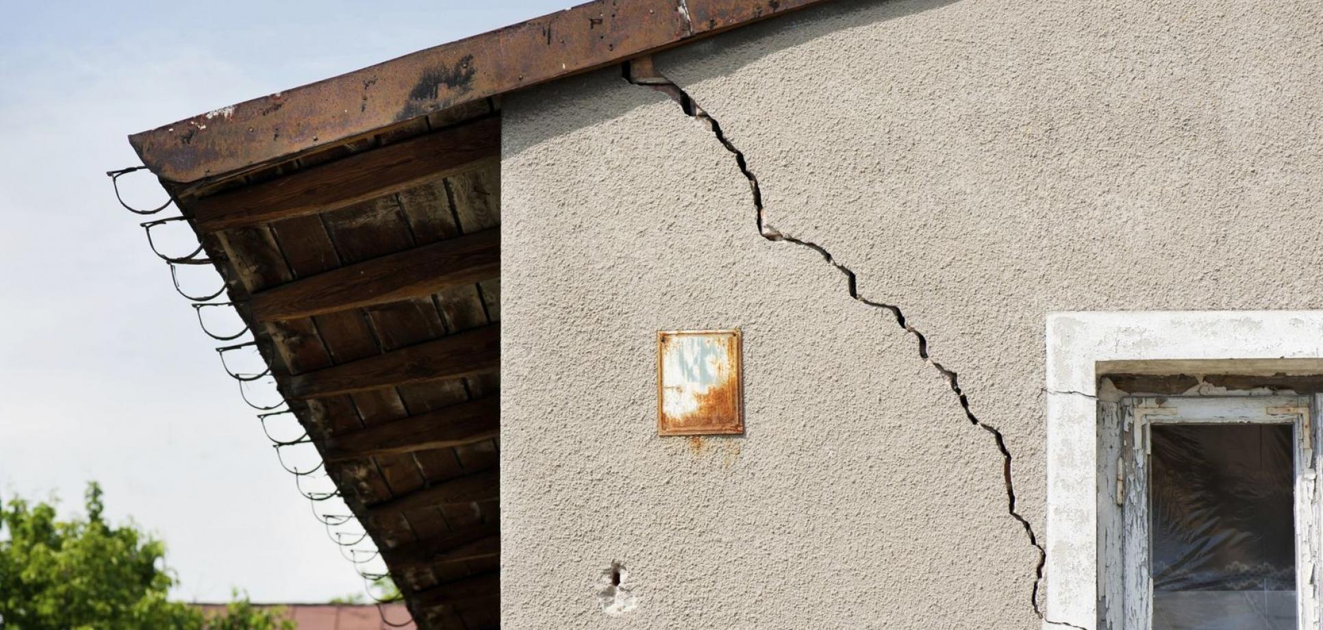 Какие трещины в стене дома опасны для жизни (фото) - фото 3