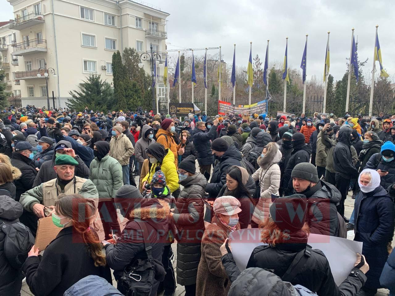 У Києві активісти на підтримку Стерненка крокують до Генпрокуратури: уся колона в диму (фото) - фото 2