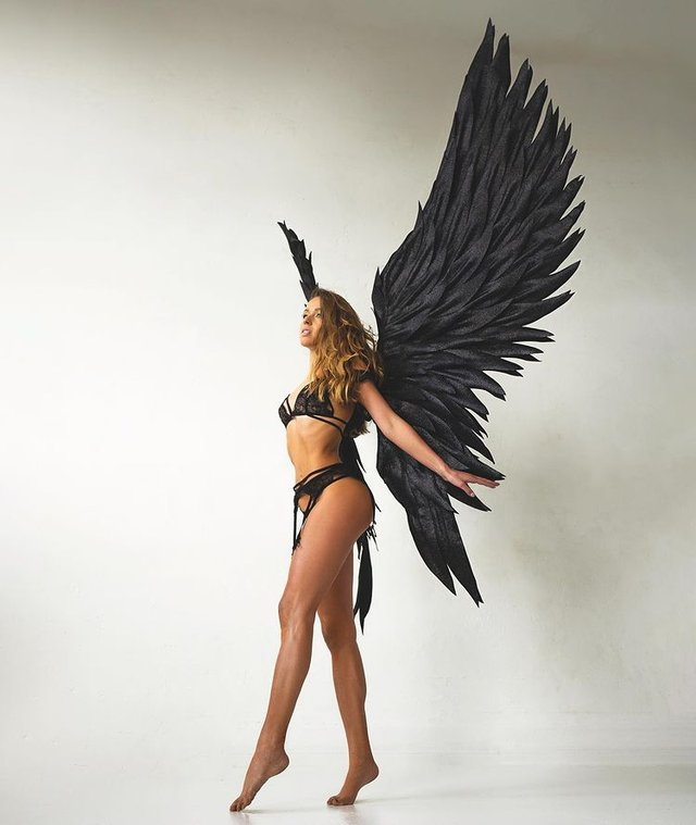 Немецкая прыгунья с трамплина Юлиане Зайфарт обнажилась для Playboy - фото 3