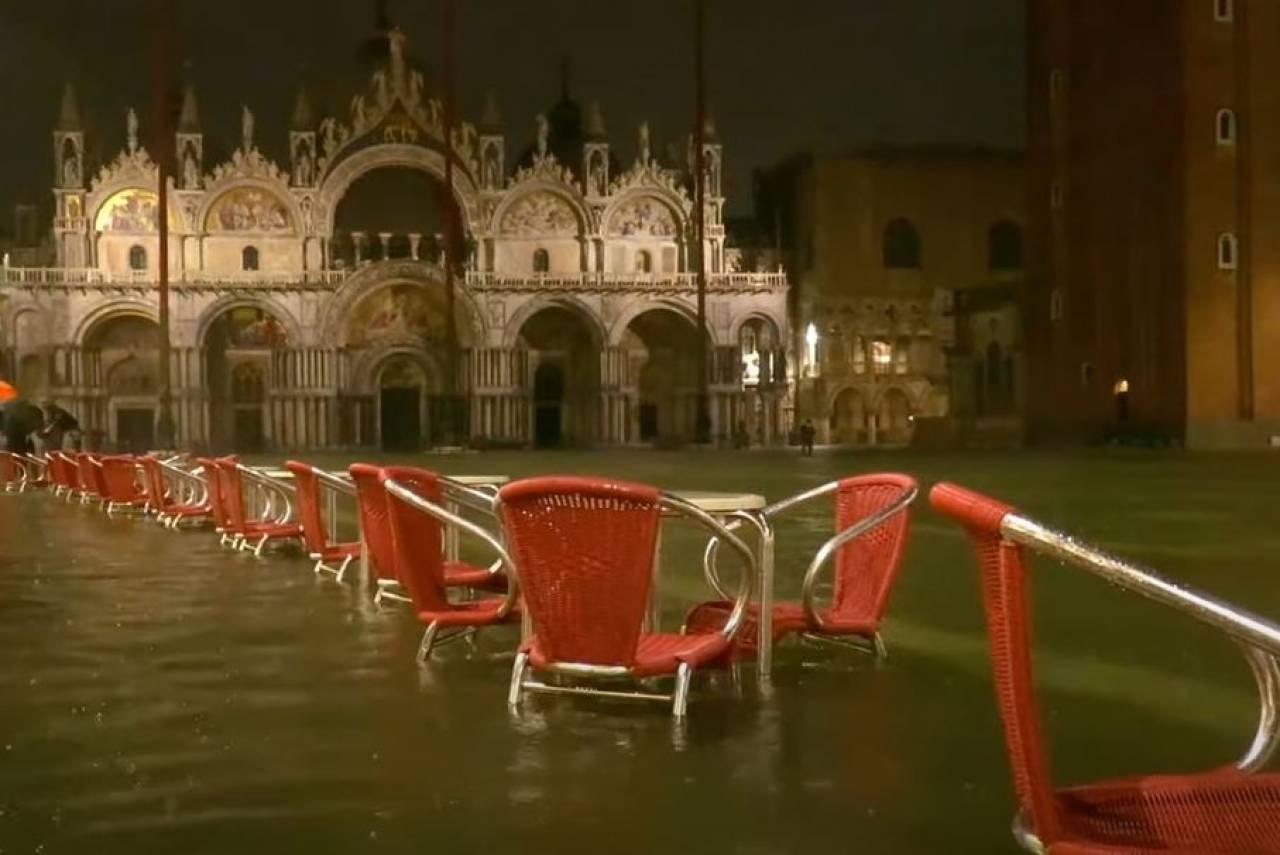 Венеция оказалась под водой из-за рекордного паводка (ФОТО, ВИДЕО)  - фото 5