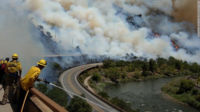 ФОТОФАКТ: Лесные пожары в США сожгли около 40 тыс. гектаров земли, ситуация ухудшается - фото 2