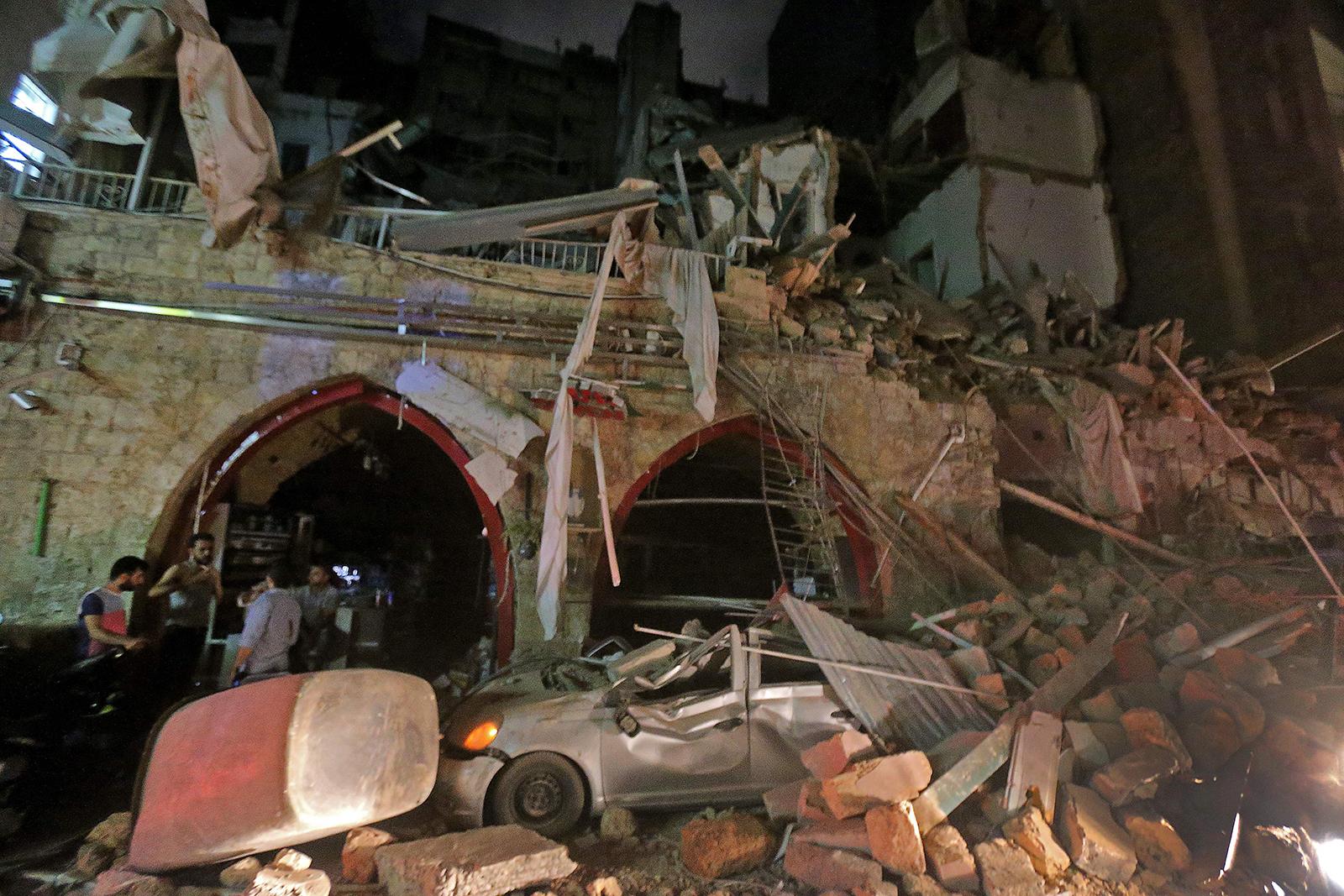 Будто кадры из фильма про Армагеддон: как выглядит Бейрут после взрывов (ФОТО, ВИДЕО) - фото 15